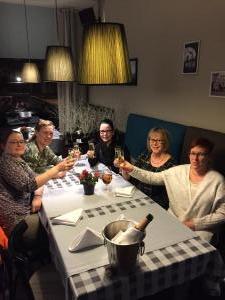Lauantai huipentui hyvää illalliseen hotellin ravintolassa